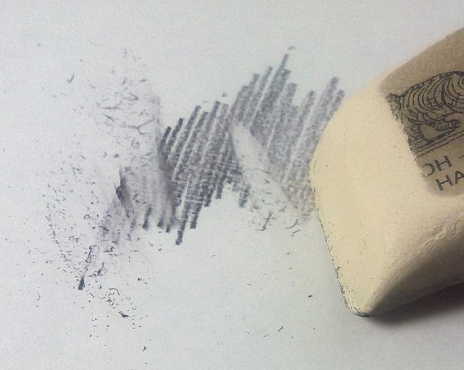 Как ластик стирает карандаш и из чего он состоит